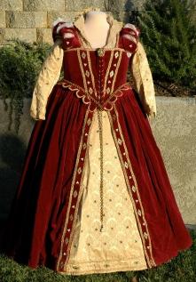 Margo's Velvet Elizabethan